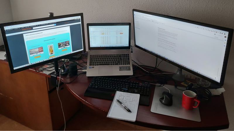 Ejemplo varias pantallas con soporte escritorio